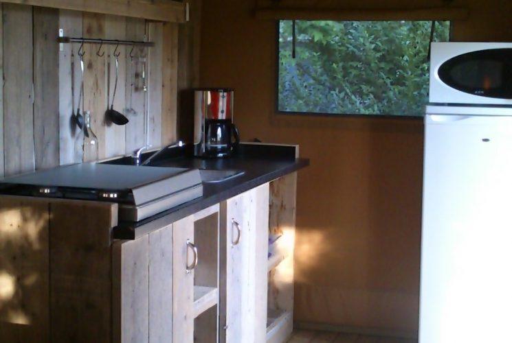 Tente Lodge 4 personnes avec cuisine et vaisselle pour 4 personnes