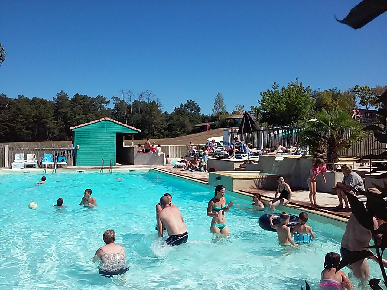 Camping frankrijk zuid dordogne met zwembad en een for Camping municipal dordogne avec piscine