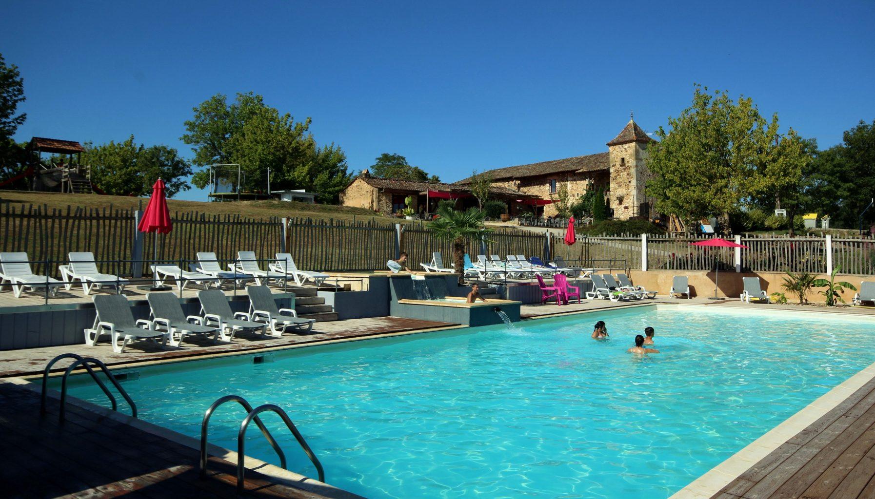 Camping dordogne parc aquatique piscine chauff e toboggans for Chauffer piscine pas cher
