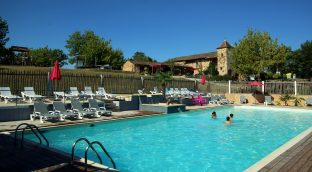 your small campsite dordogne with a water park