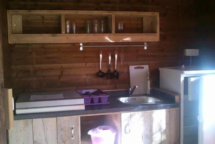 帐篷房内的独立厨房