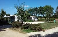 Aire de service pour camping car avec très grand emplacement stabilisé
