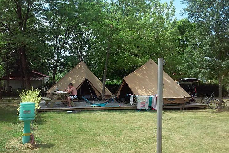 Camping dordogne tente am nag e insolite camping for Camping municipal dordogne avec piscine
