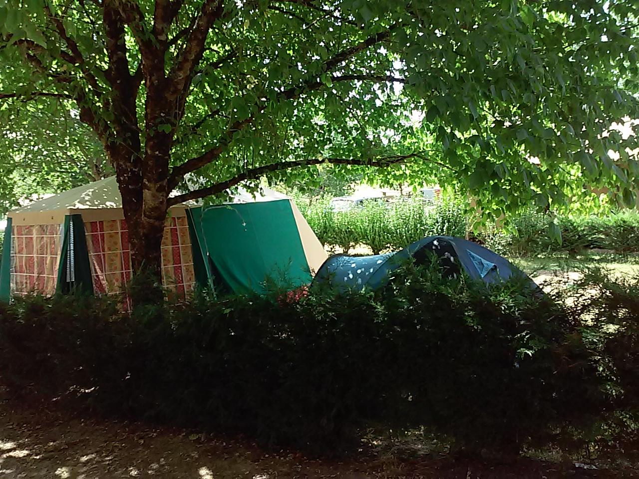 Aire camping car dordogne camping grand emplacement tente camping dordogne 4 toiles for Camping dordogne avec piscine pas cher