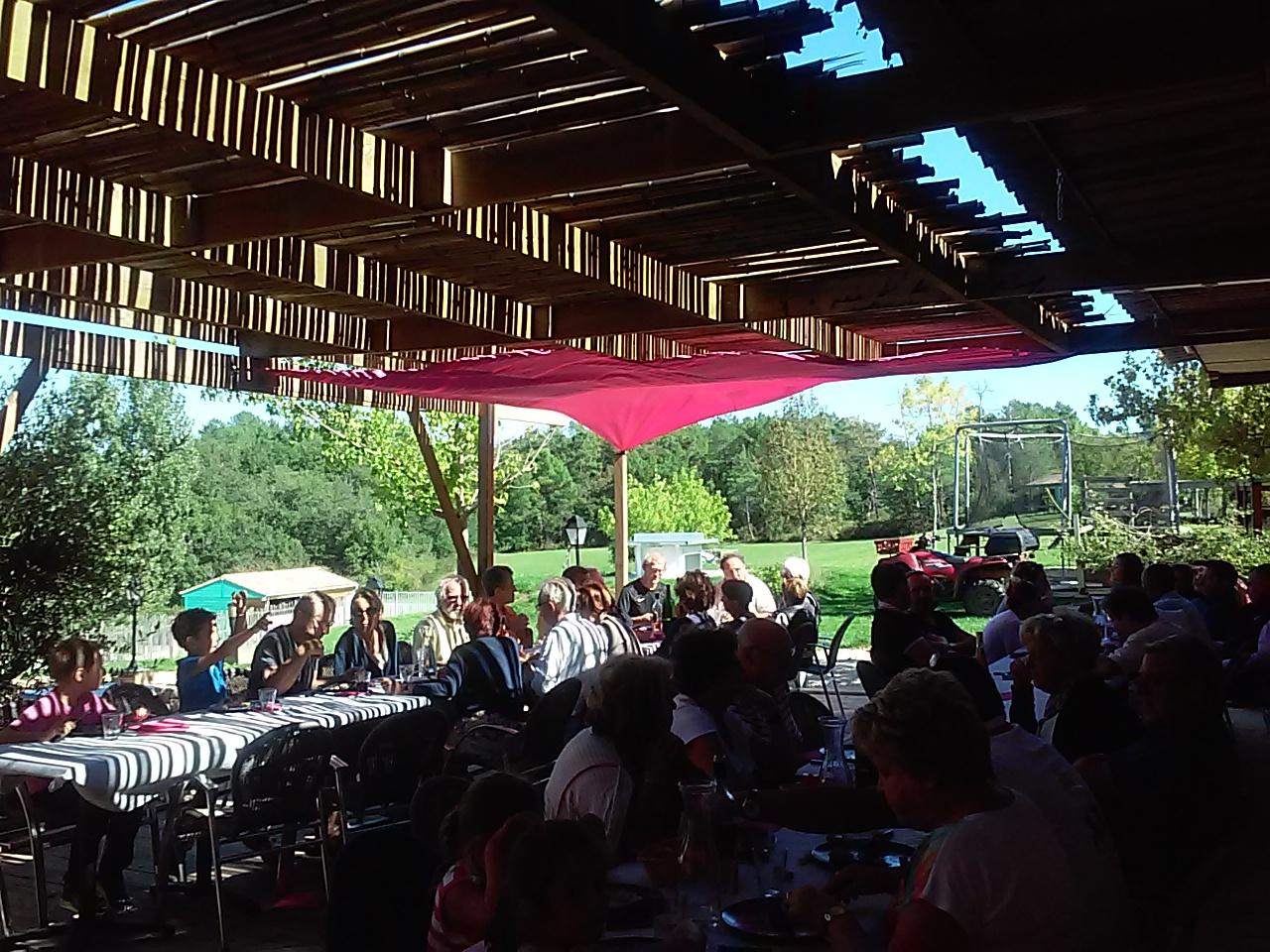 Camping dordogne met entertainment themafeesten snackbar met wi fi feestelijke sfeer - Feestelijke bar ...