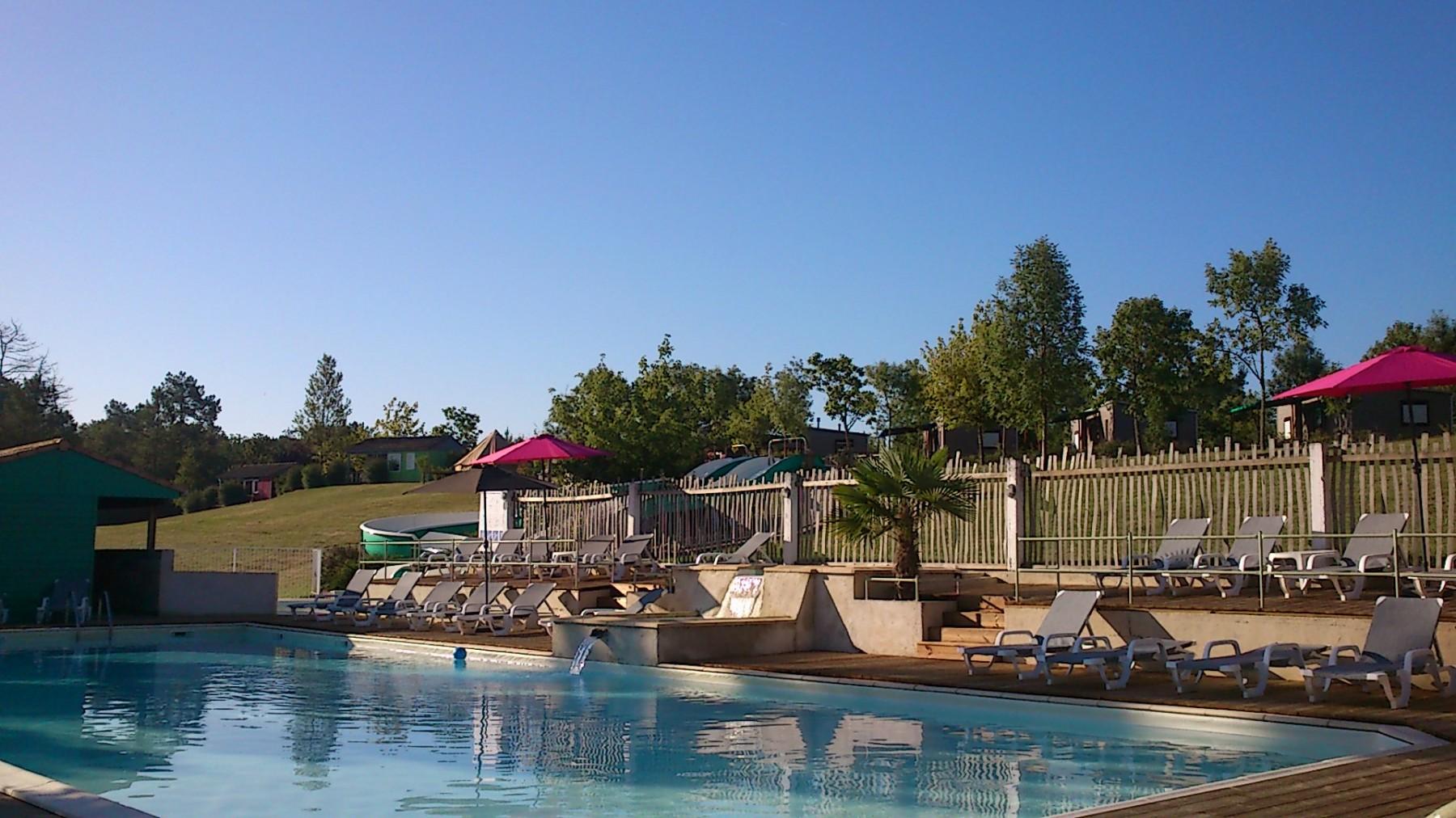 Camping dordogne avec piscine et toboggan nouveaux for Camping piscine dordogne