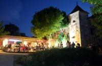 夜晚营地酒吧餐厅