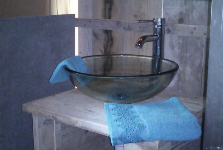 Tente Lodge 4 personnes avec salle de bain et douche à jet