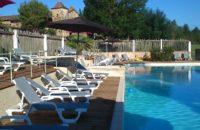 营地游泳池开放时间为每天早十点到晚十点