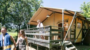 Nos tentes Lodge de Luxe avec salle de bain! Créez votre coffret cadeau!